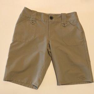 🛍Oakley size 8 shorts